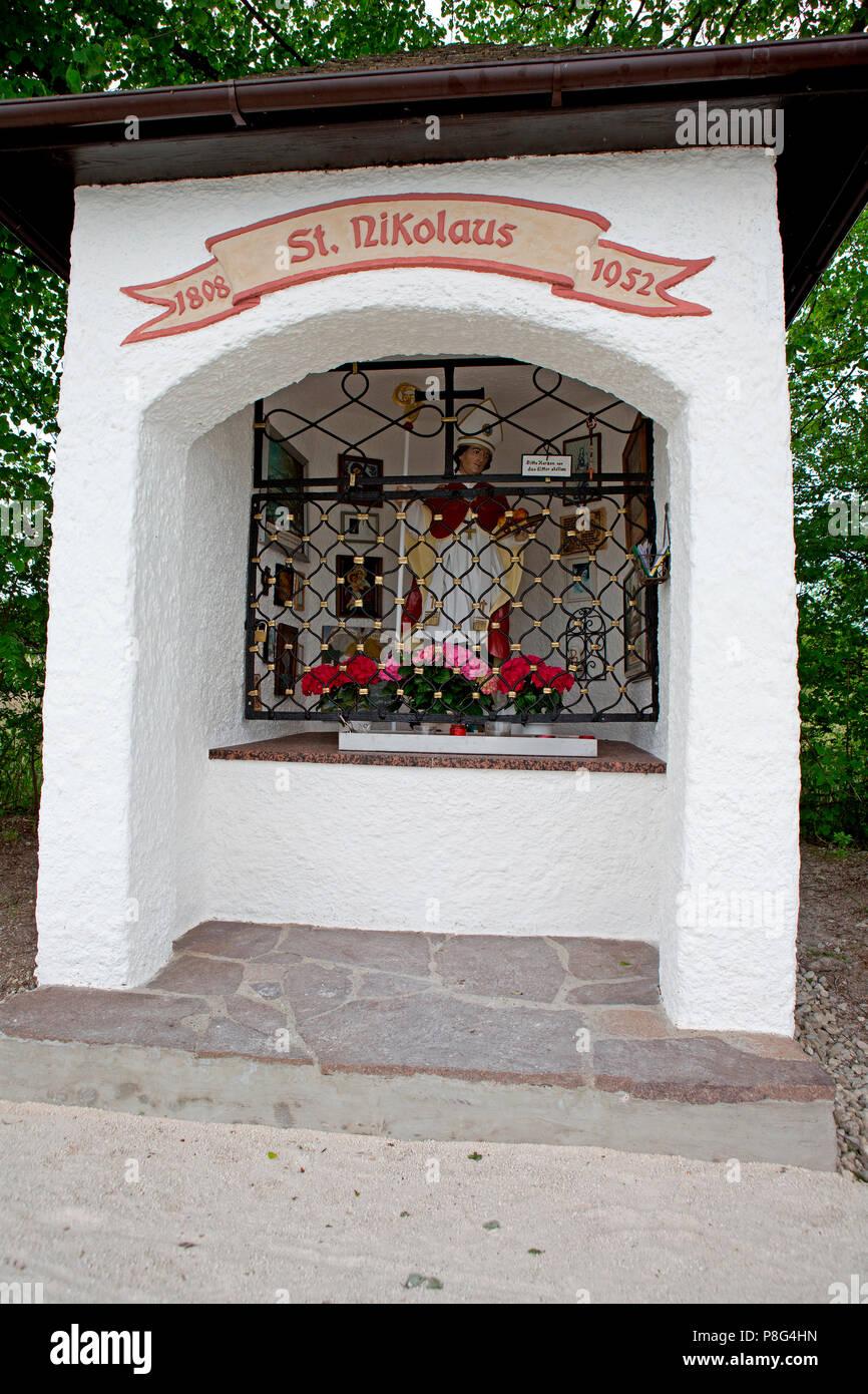 Santa Claus Kapelle Ubersee, Chiemsee, Bayern, Deutschland, Übersee, Uebersee, Weihnachtsmann Stockbild