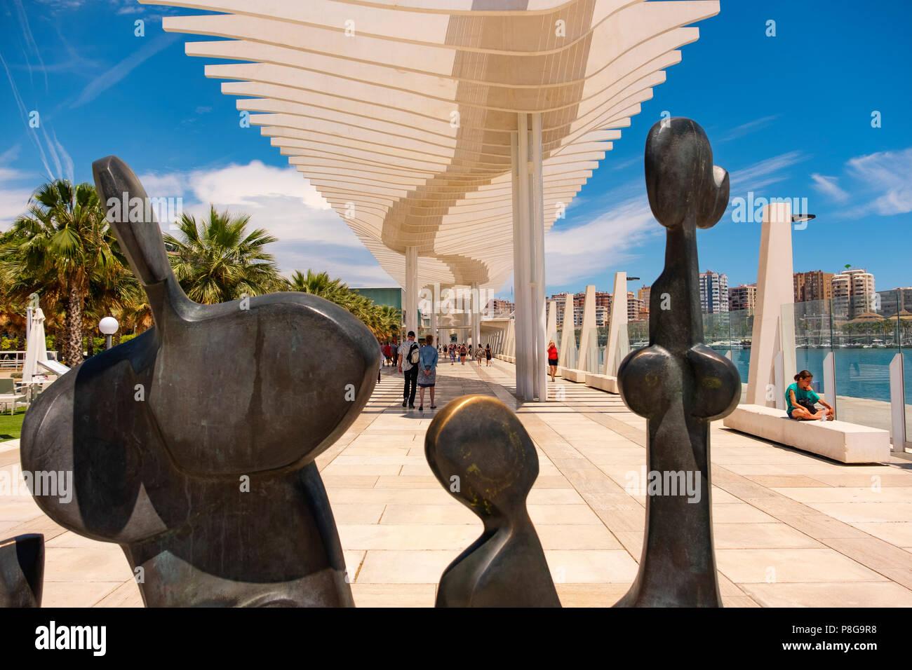 Moderne Skulpturen. Muelle Uno. Dock ein. Promenade am Hafen ...
