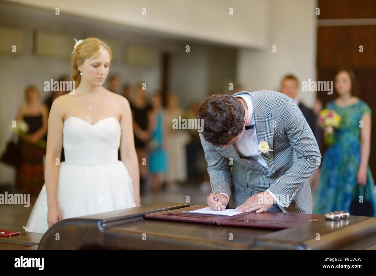 Hochzeitsvertrag Stockfotos Hochzeitsvertrag Bilder Alamy