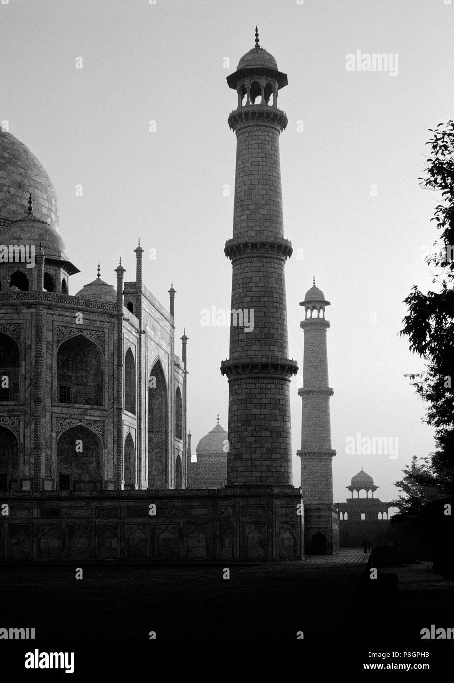Sonnenaufgang auf der Minarette im TAJ MAHAL - Agra, Indien Stockbild