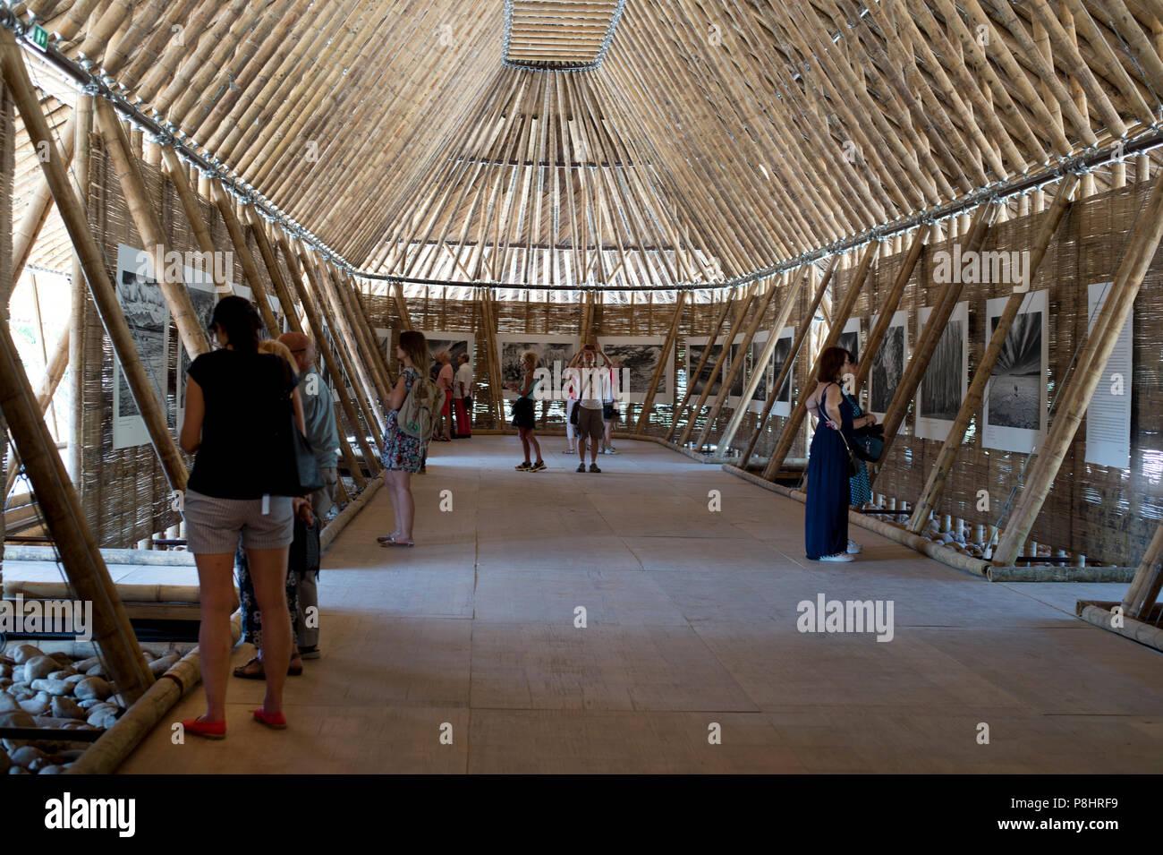 Arles Frankreich Pop Up Bambus Pavillon Mit Kontemplation Eine