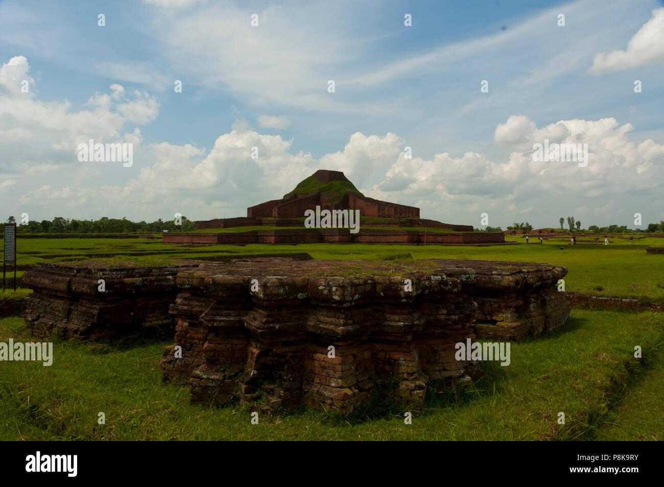 Paharpur ist eine zerstörte Stadt in Bangladesch, die von der UNESCO als Weltkulturerbe im Jahr 1985 eingeschrieben war. Diese wichtige archäologische Stätte ist in gelegen Stockbild