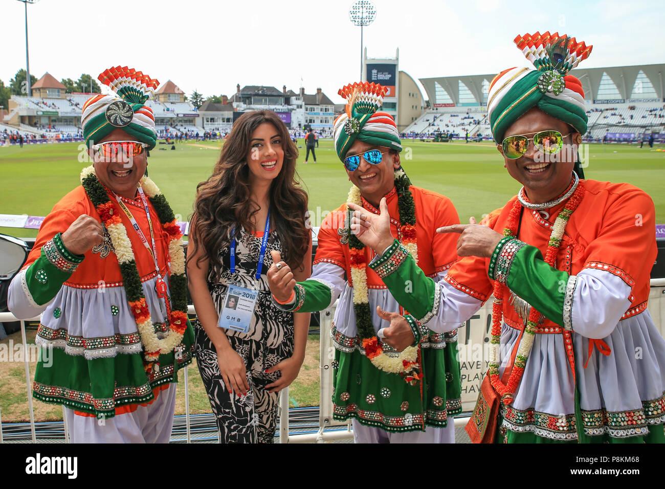 Trent Bridge, Nottingham, England, UK. 12. Juli 2018. 1. ODI, Royal London eintägiger Serie England V Indien; Indien Fans in voller Kleid Credit: Aktuelles Bilder/Alamy leben Nachrichten Stockfoto