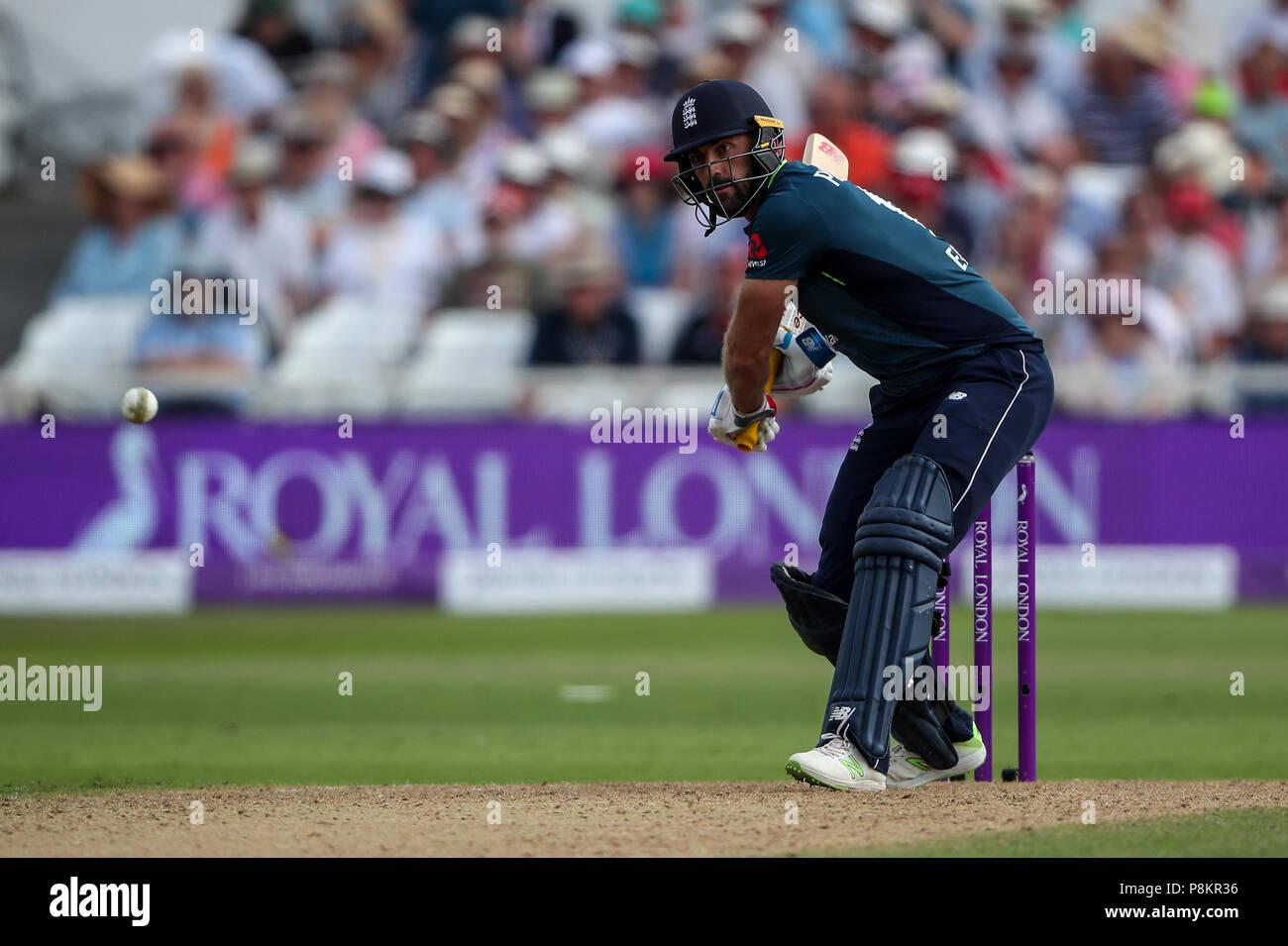 Trent Bridge, Nottingham, UK. 12. Juli 2018. Internationaler Tag Cricket, zwischen England und Indien; Liam Plunkett von England bereitet in den ball Kredit zu starten: Aktion Plus Sport Bilder/Alamy leben Nachrichten Stockfoto