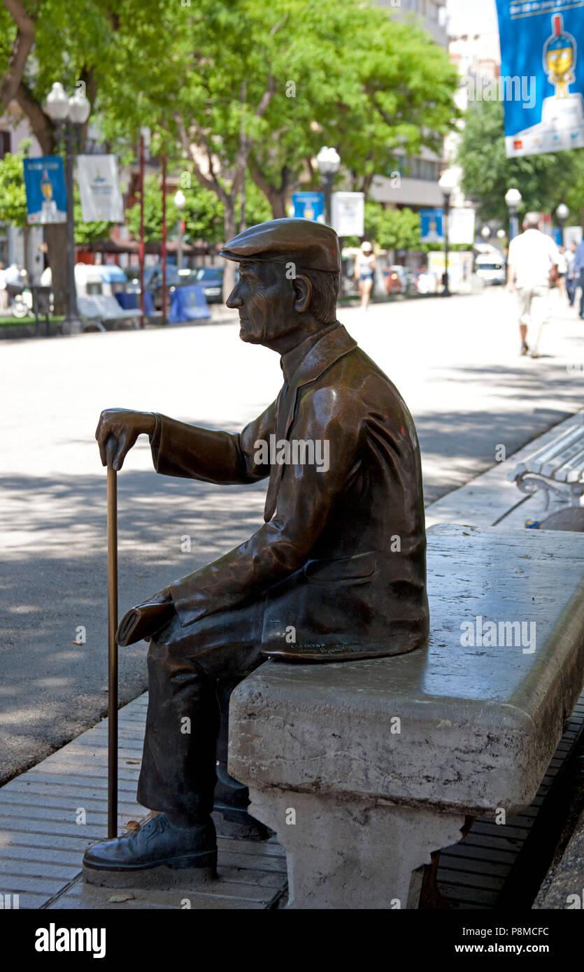 Statue On Bench Stockfotos Und Bilder Kaufen Alamy
