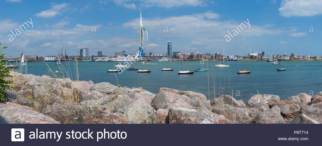 Panoramablick auf den Hafen von Portsmouth Portsmouth in Gosport in Portsmouth, Hampshire, England, UK. Stockbild
