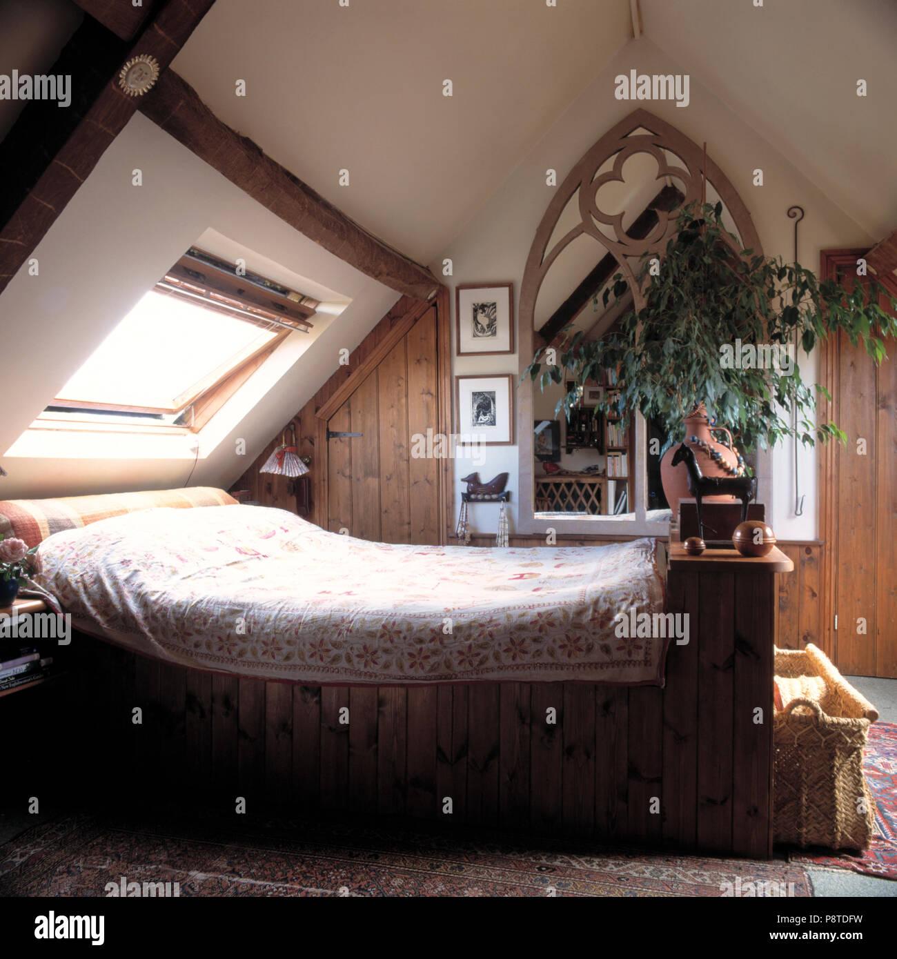 Bett Unten Velux Fenster Im Dachgeschoss Schlafzimmer Mit