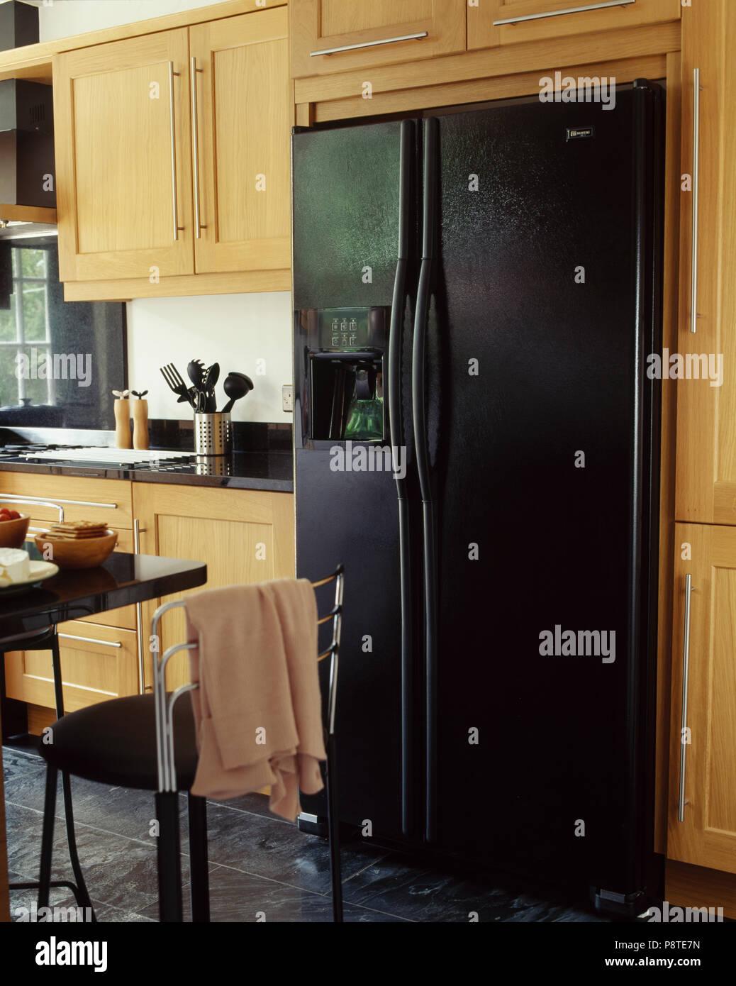 Große schwarze American style Kühlschrank mit Gefrierfach in ...