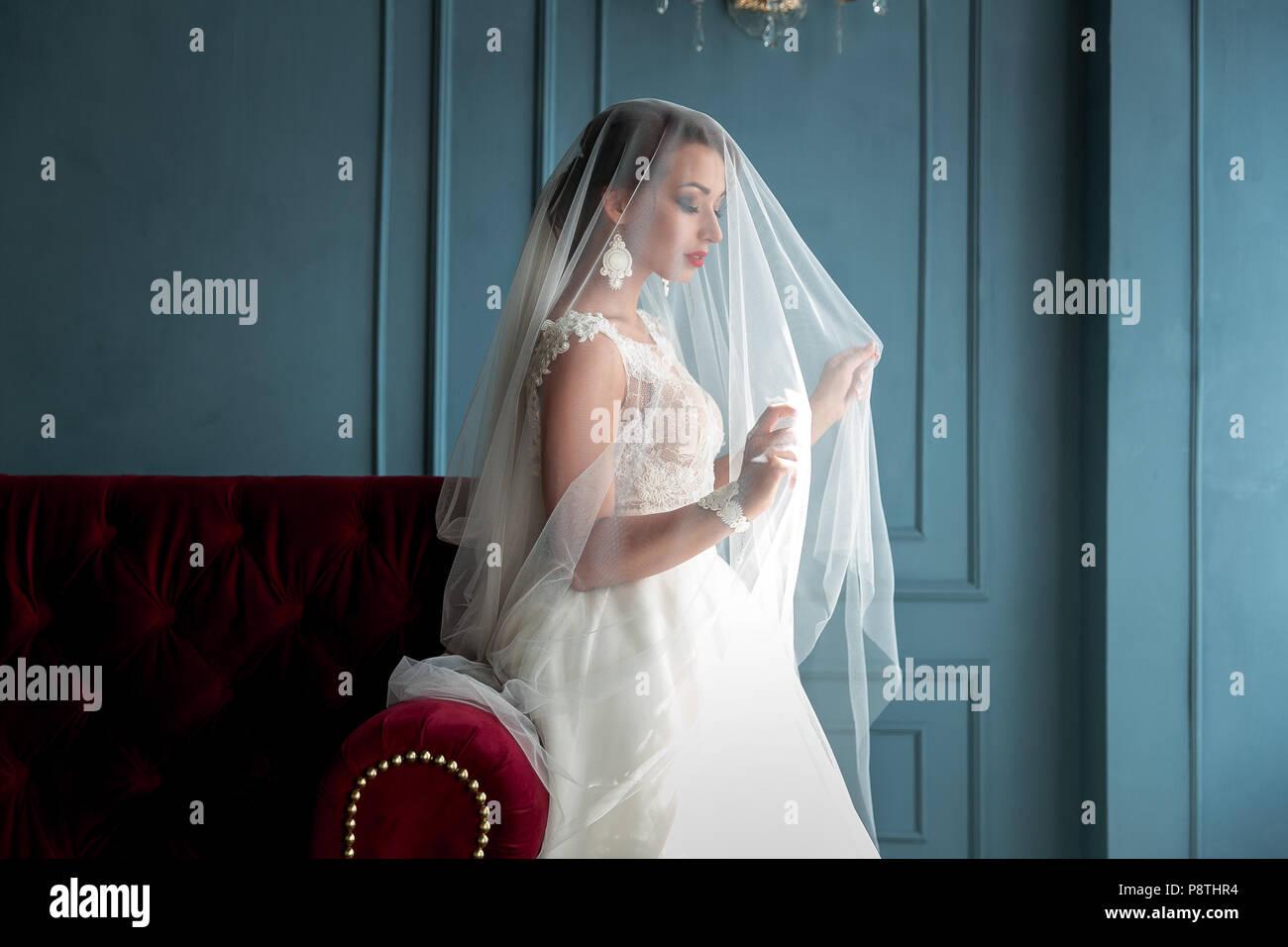 Closeup Schuss Des Eleganten Brunett Braut In Vintage White Dress