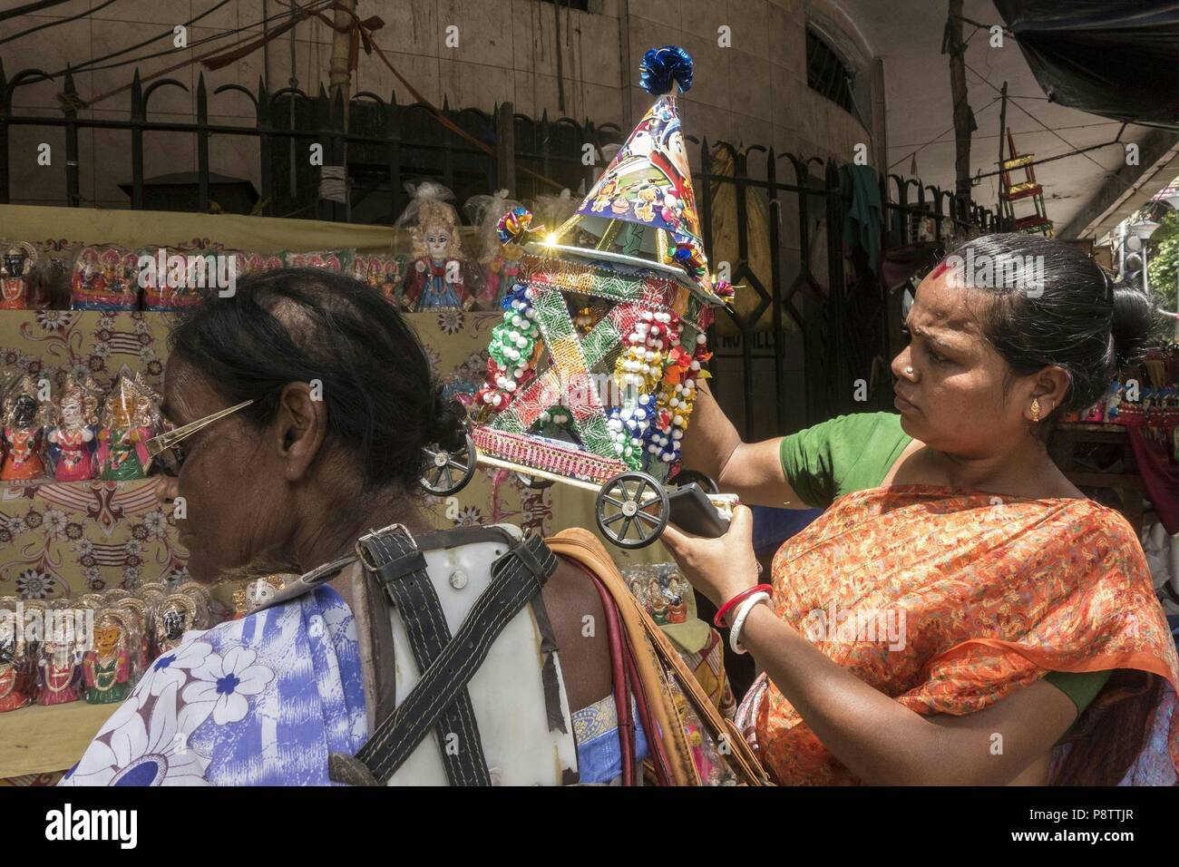 Kolkata 13 Juli 2018 Indische Menschen Kaufen Wagen Am Vorabend