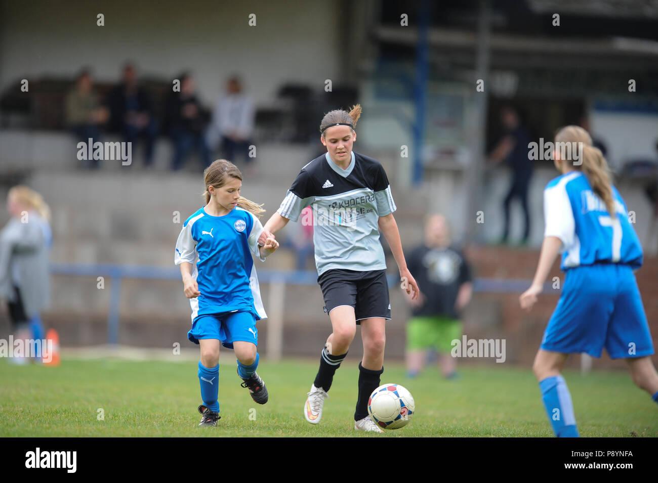 Madchen Spielen Fussball Fussball Spielen Madchen Stockfoto