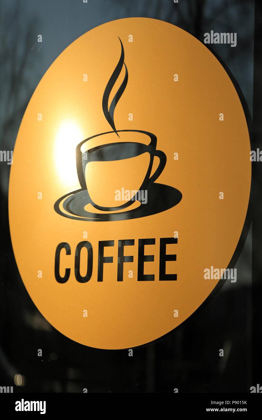 Berlin, Deutschland, Aufkleber mit der Aufschrift Kaffee und das Piktogramm für eine Tasse Kaffee Stockbild