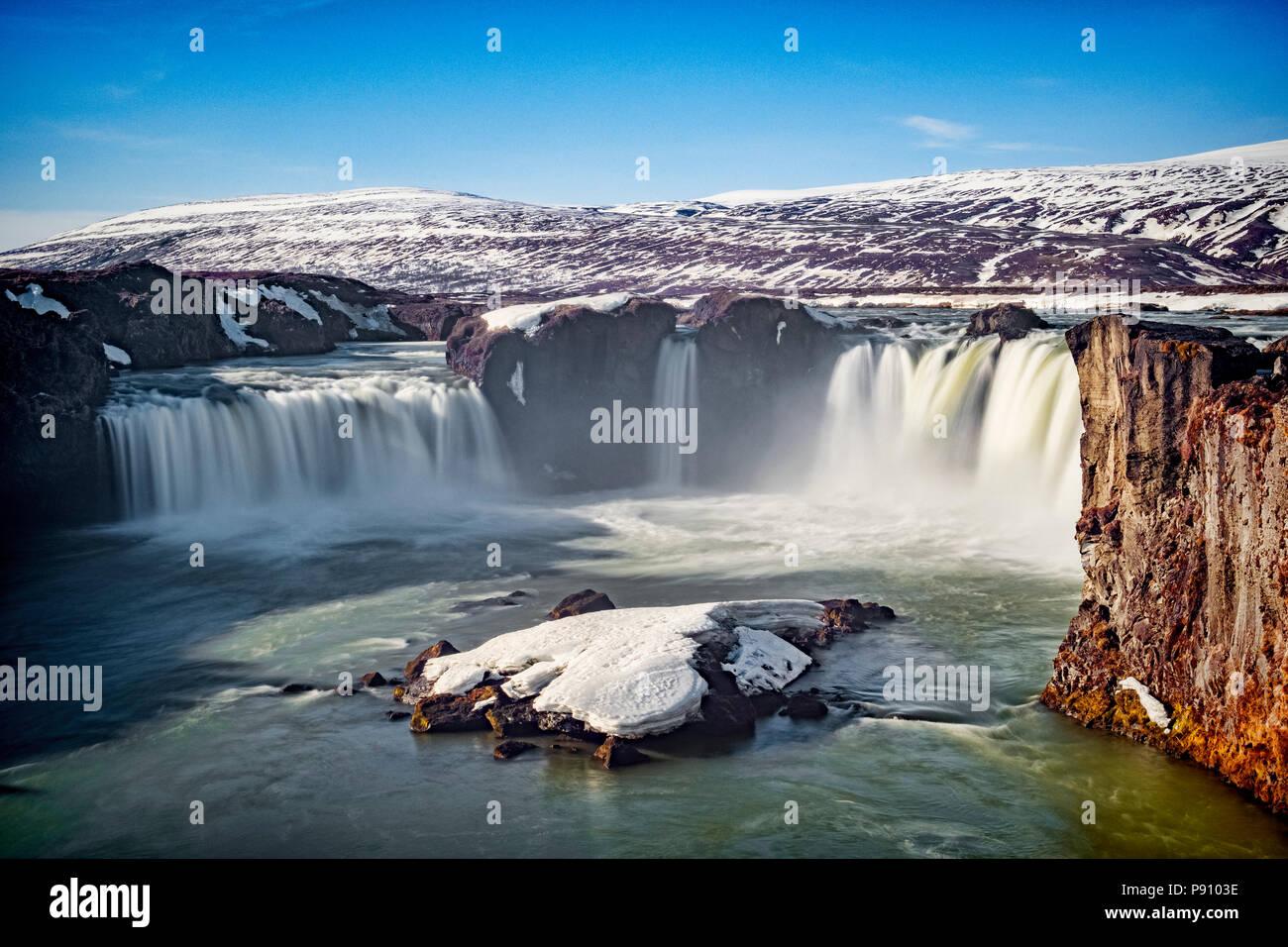 Godafoss, der Wasserfall der Götter, eine große Touristenattraktion in Island. Stockbild