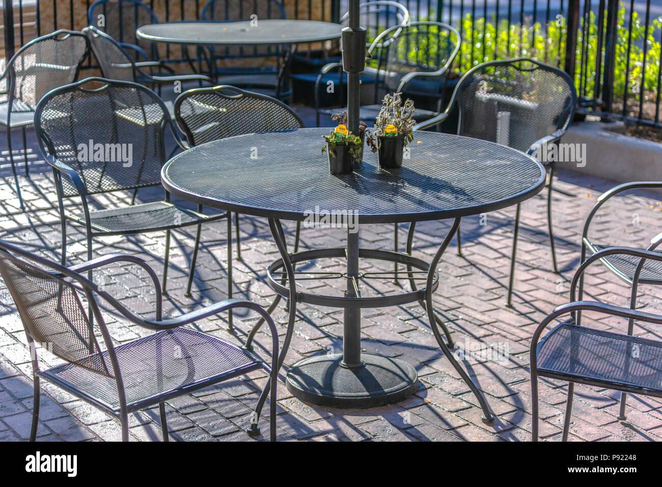 Tisch und Stühle Draußen Stockfotos und bilder Kaufen Alamy