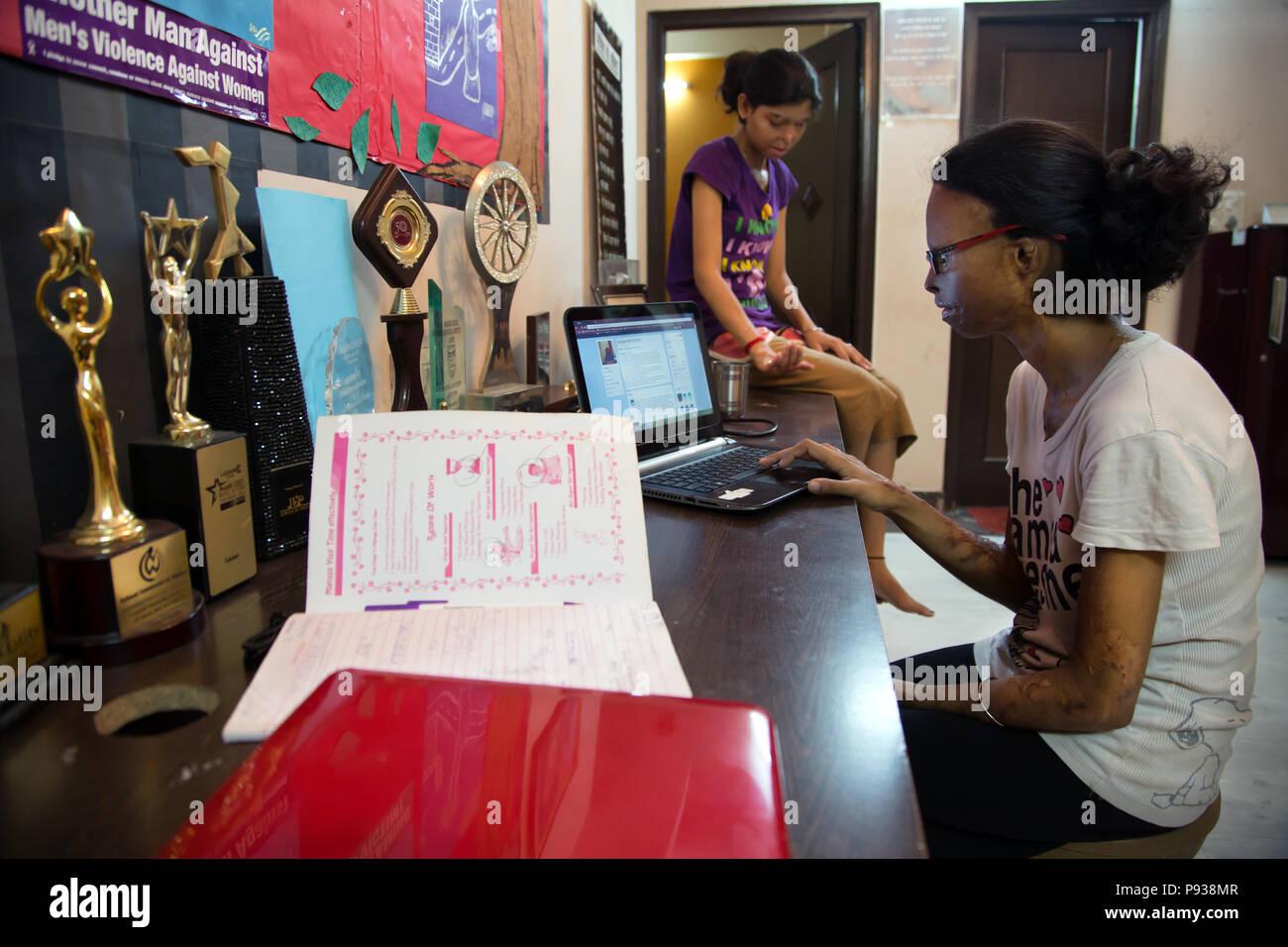 Treffen der Mädchen des Stop die Säure greift Kampagne in Delhi, Indien Stockfoto