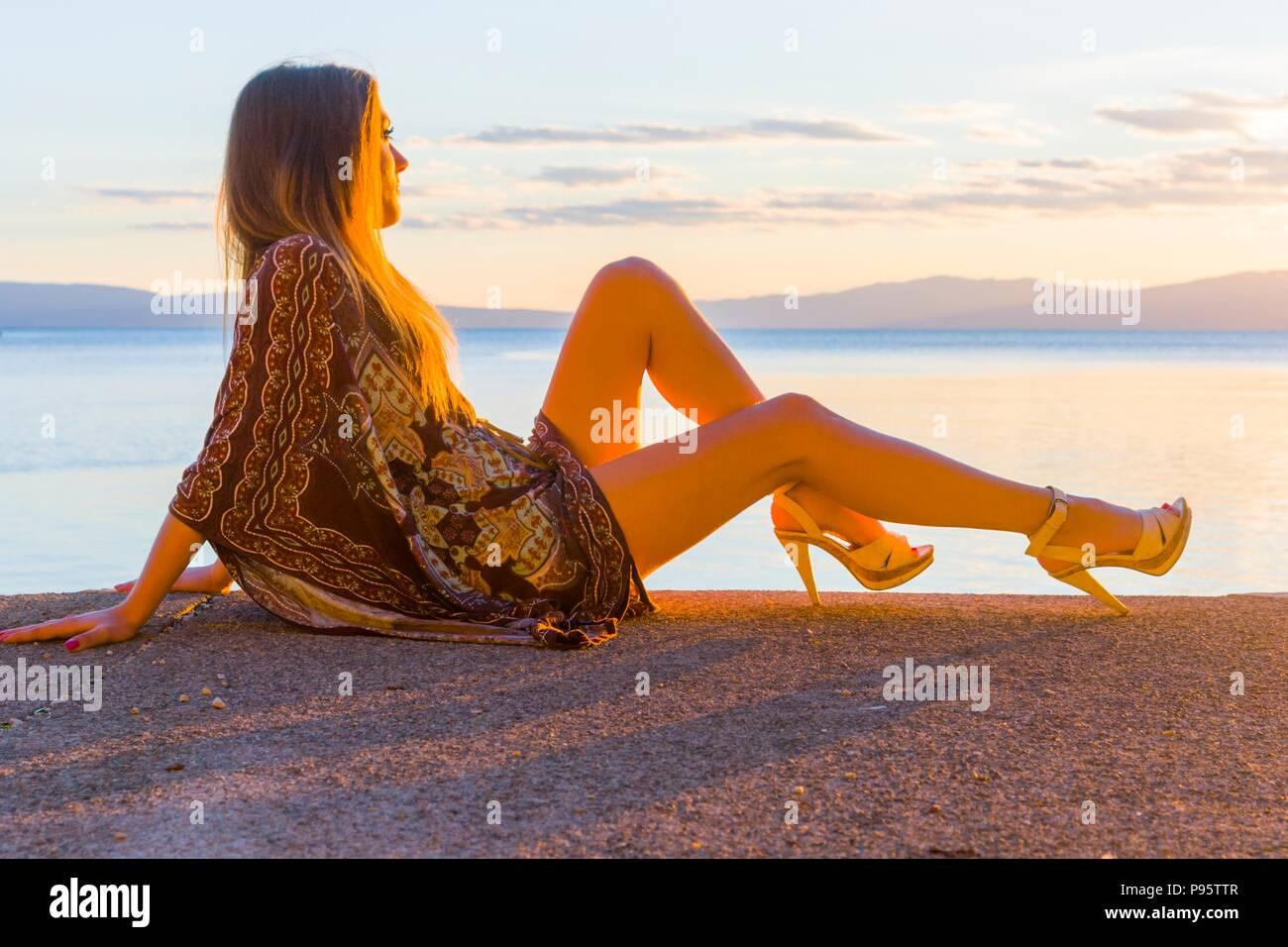 Jugendlicher Teenager alias junge Frau Beine Fersen Stockfoto