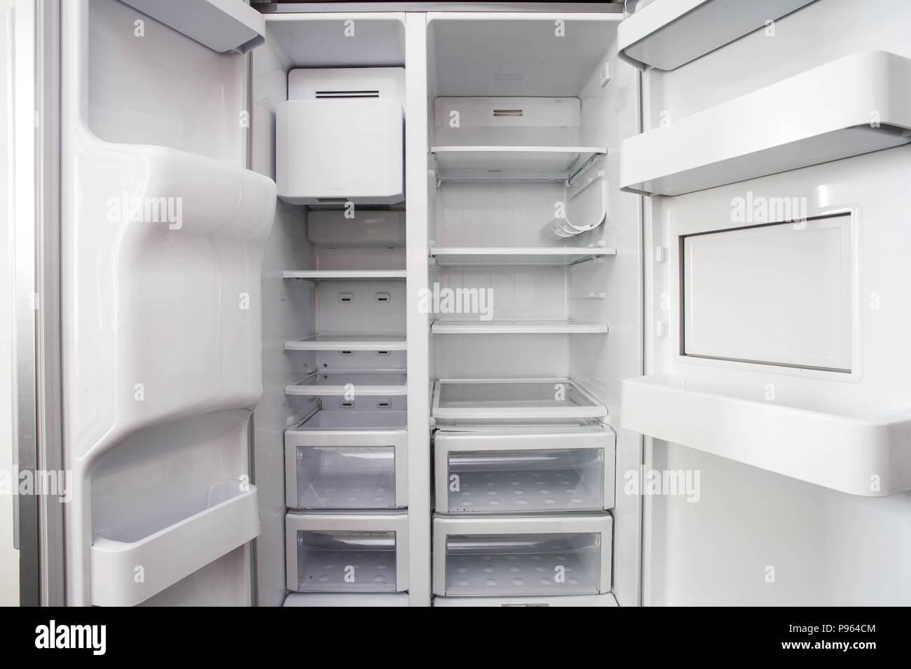 Amerikanischer Kühlschrank Flach : Weißer kühlschrank stockfotos & weißer kühlschrank bilder alamy