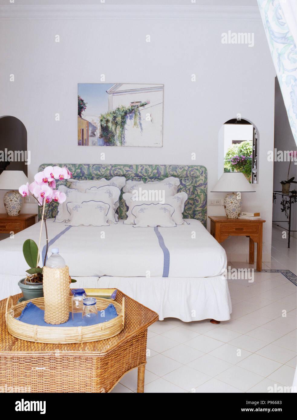 Rosa Orchidee Auf Rattan Tisch Mit Pink Orchid In Weiss Schlafzimmer
