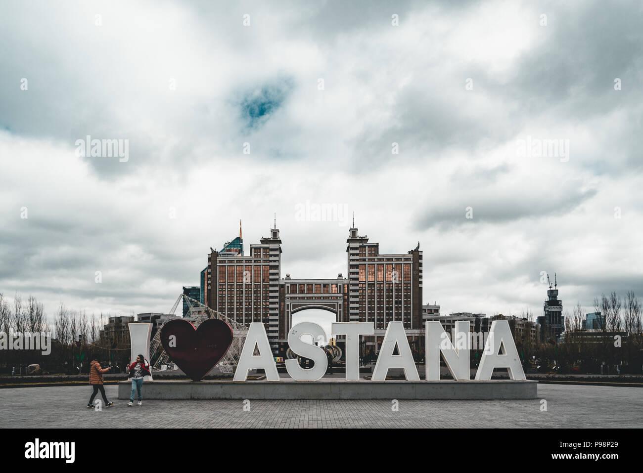 Hauptsitz Hauptsitz der KazMunaiGas in Astana Kasachstan Astana unterzeichnen mit Herz Ich liebe Stockbild