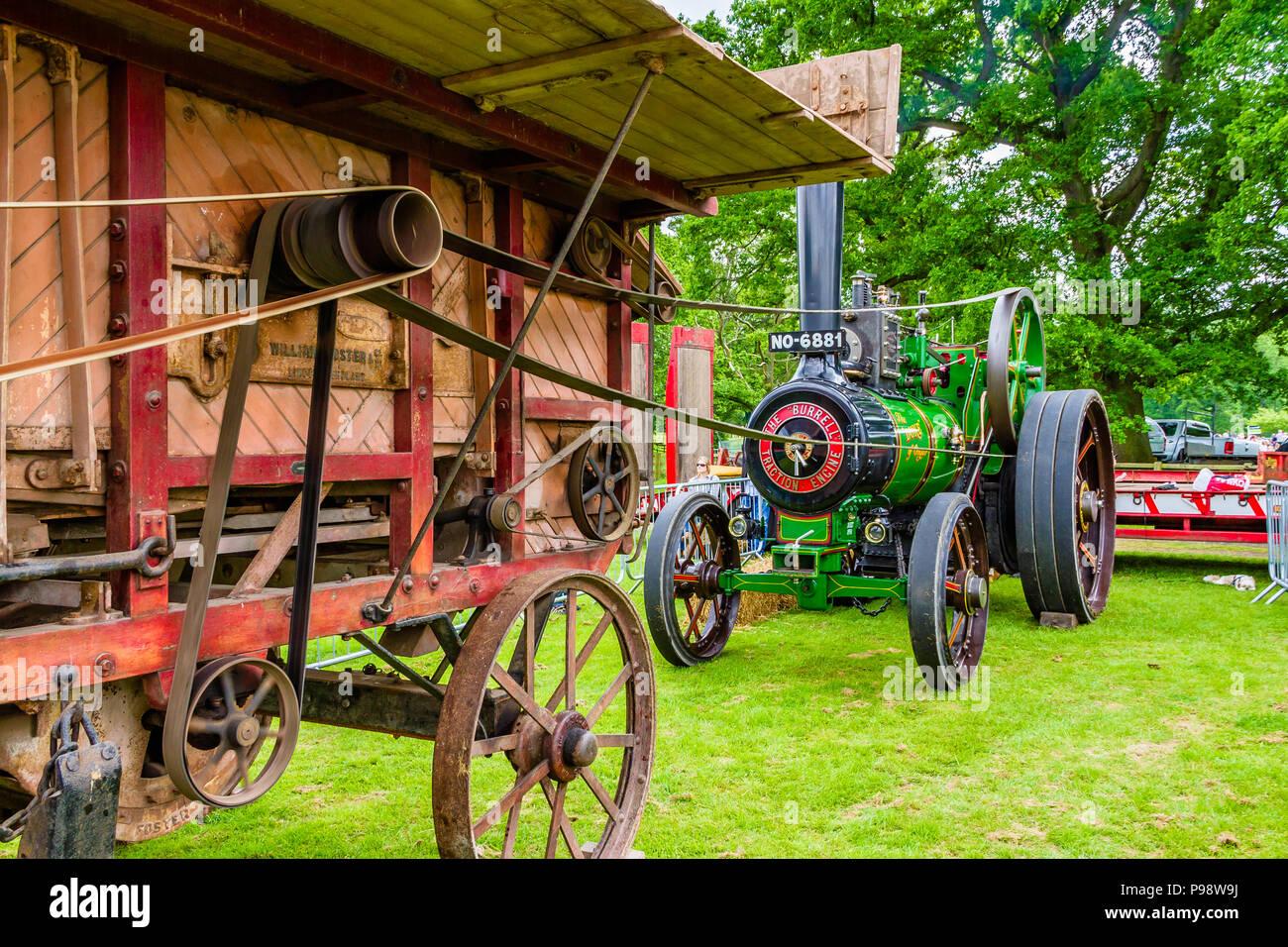Alte Dampfmaschine Betrieb eines Pressen Maschine als Demonstration an den Northumberland County zeigen, UK, Mai 2018. Stockfoto
