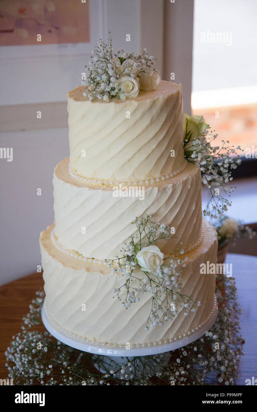 Drei Abgestufte Hochzeitstorte In Buttercream Vereisung Und Echten