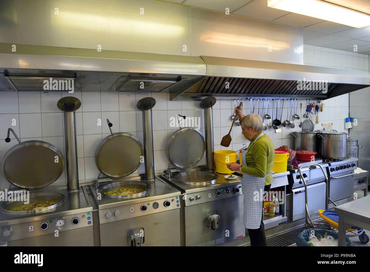 Volunteer Soup Kitchen Stockfotos & Volunteer Soup Kitchen Bilder ...