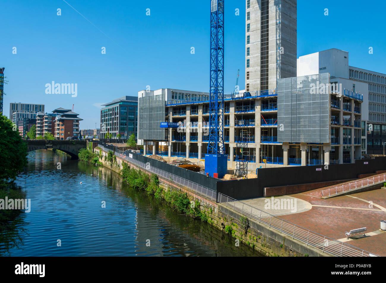 Die Affinität Wohn Riverside Apartment Block im Bau, Salford, Manchester, England, Großbritannien Stockbild