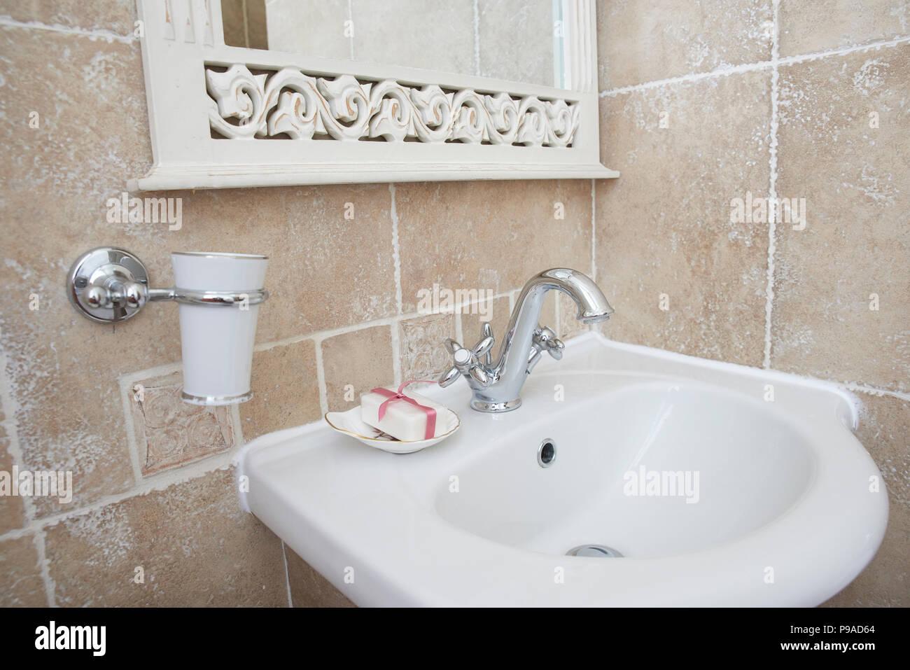 Waschbecken Armatur Badezimmer.Schuss Der Badezimmer Mit Waschbecken Waschtisch Armatur Chrom