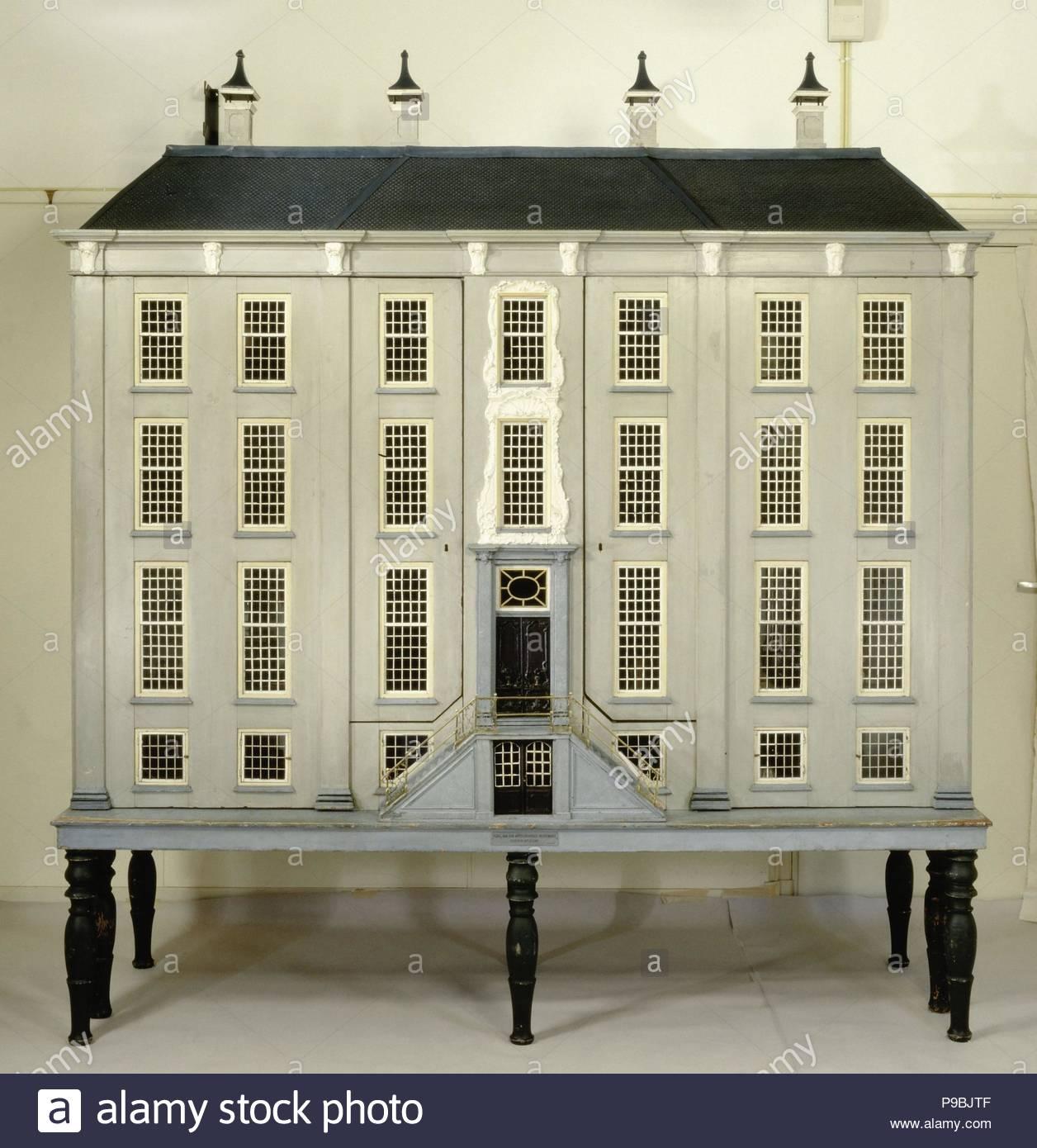 Puppenhaus In Form Eines Hauses Mit Mitte Ressault Burgersteig Und