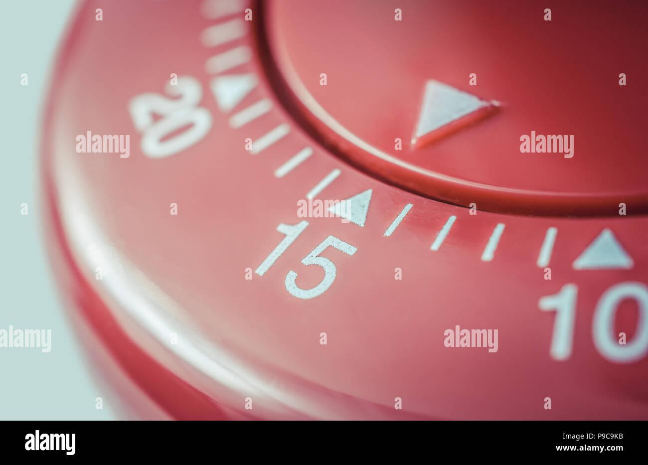 15 Minuten - Makro von einem flachen roten Küche Eieruhr Stockfoto ...
