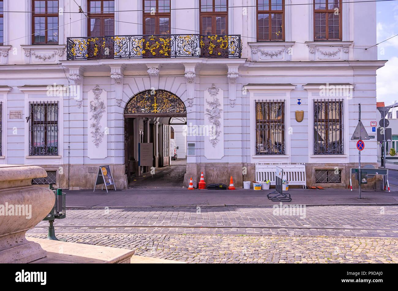 Augsburg, Bayern, Deutschland - Das Schaezlerpalais in der Nähe des Herkules Brunnen auf Maximilian Straße. Stockfoto