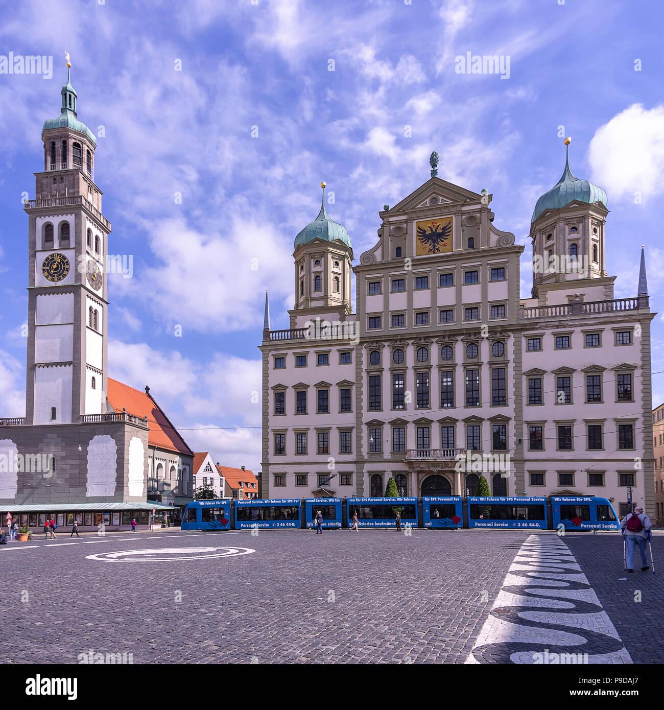 Augsburg, Bayern, Deutschland - dem historischen Rathaus und dem Perlach Turm auf dem Stadtplatz. Stockfoto