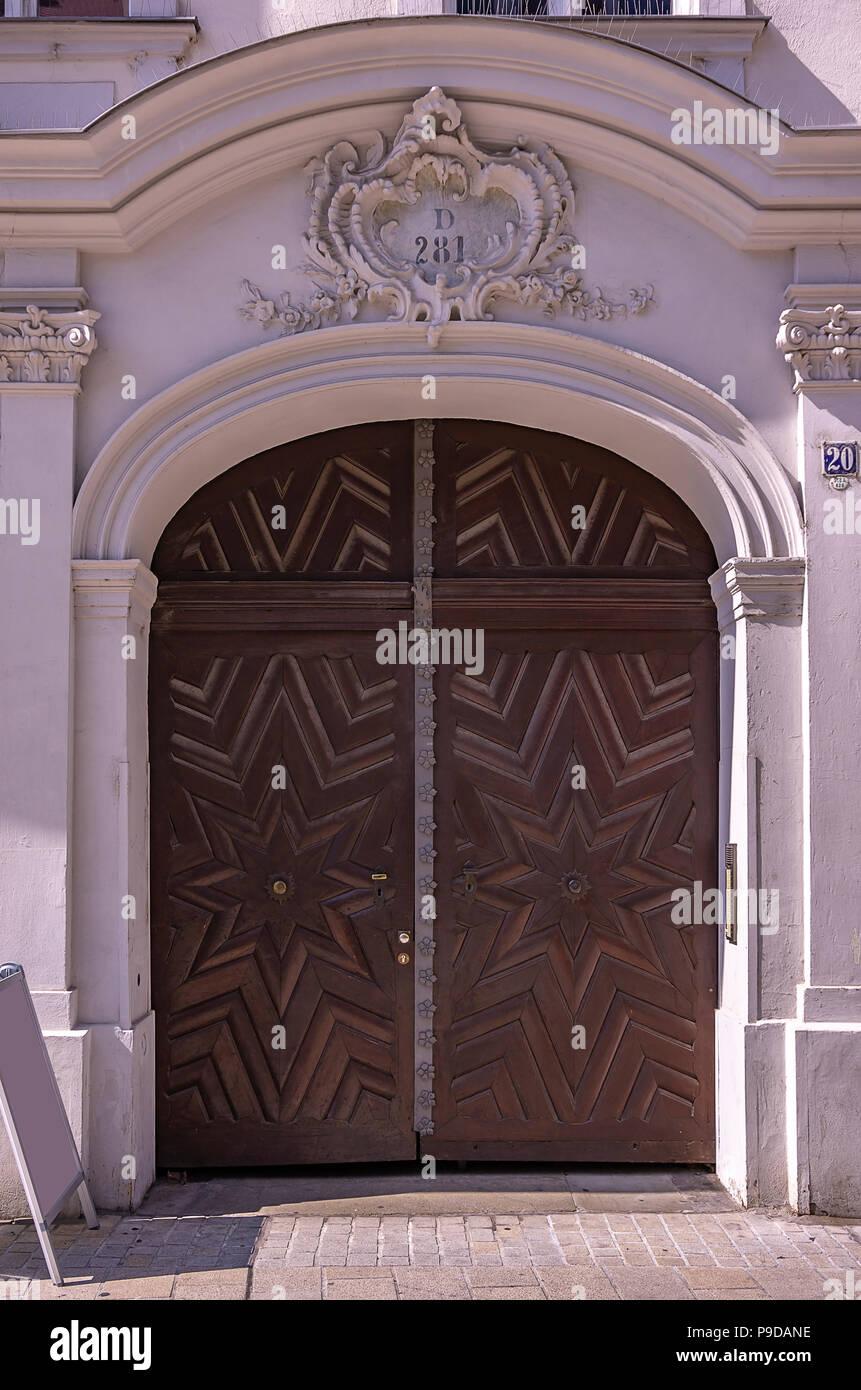 Augsburg, Bayern, Deutschland - historische Haus Portal der Philippine Welser Straße 20. Stockfoto