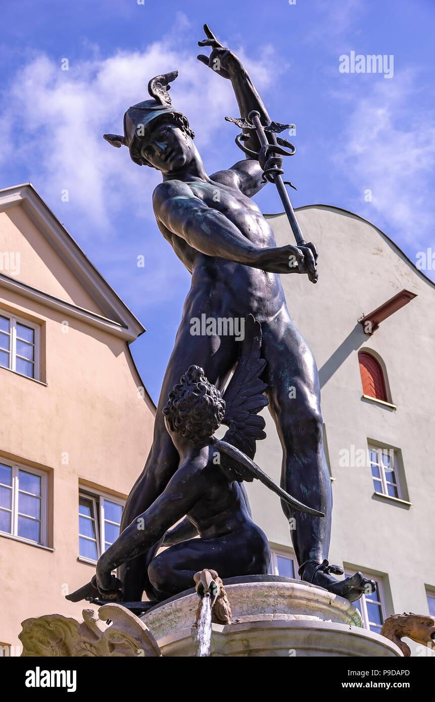 Augsburg, Bayern, Deutschland - Der Brunnen von Quecksilber auf die Maximilian Straße. Stockfoto