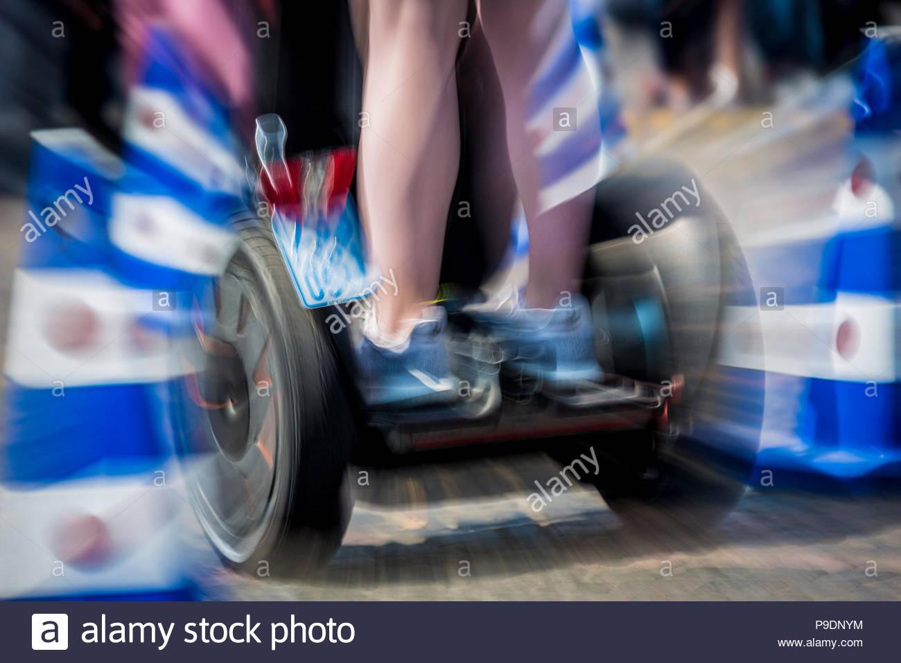 Bonn, DEU, 06.07.2018 Segway-Fahrer in einem Hindernisparcours in Bonn zum Thema Elektromobilitaet-Symbolbild Foto: Bernd Lauter/berndlauter.co Stockbild