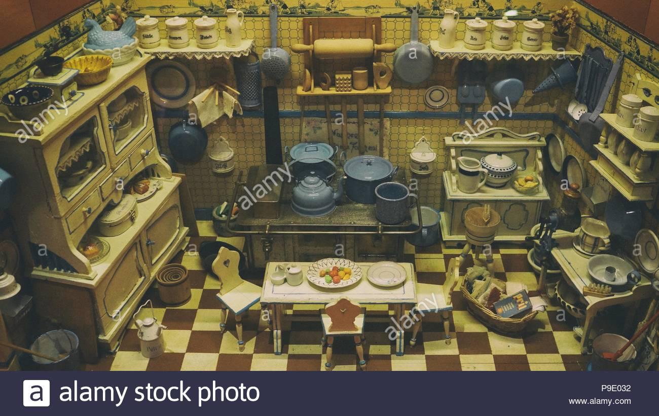 Puppenhaus, Puppenhaus mit Vintage Puppenhaus Möbel, Puppenhaus ...