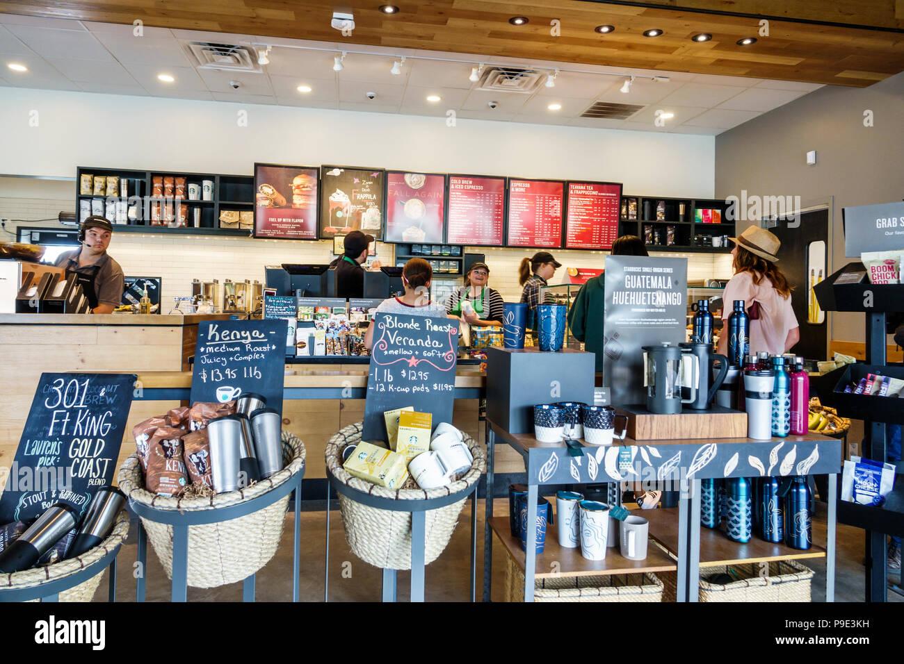 Starbucks Coffee Man Stockfotos & Starbucks Coffee Man Bilder - Alamy