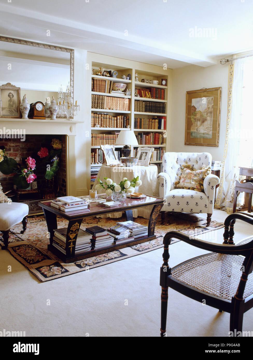 Creme Teppichboden In Traditionelle Cremefarbene Land Wohnzimmer