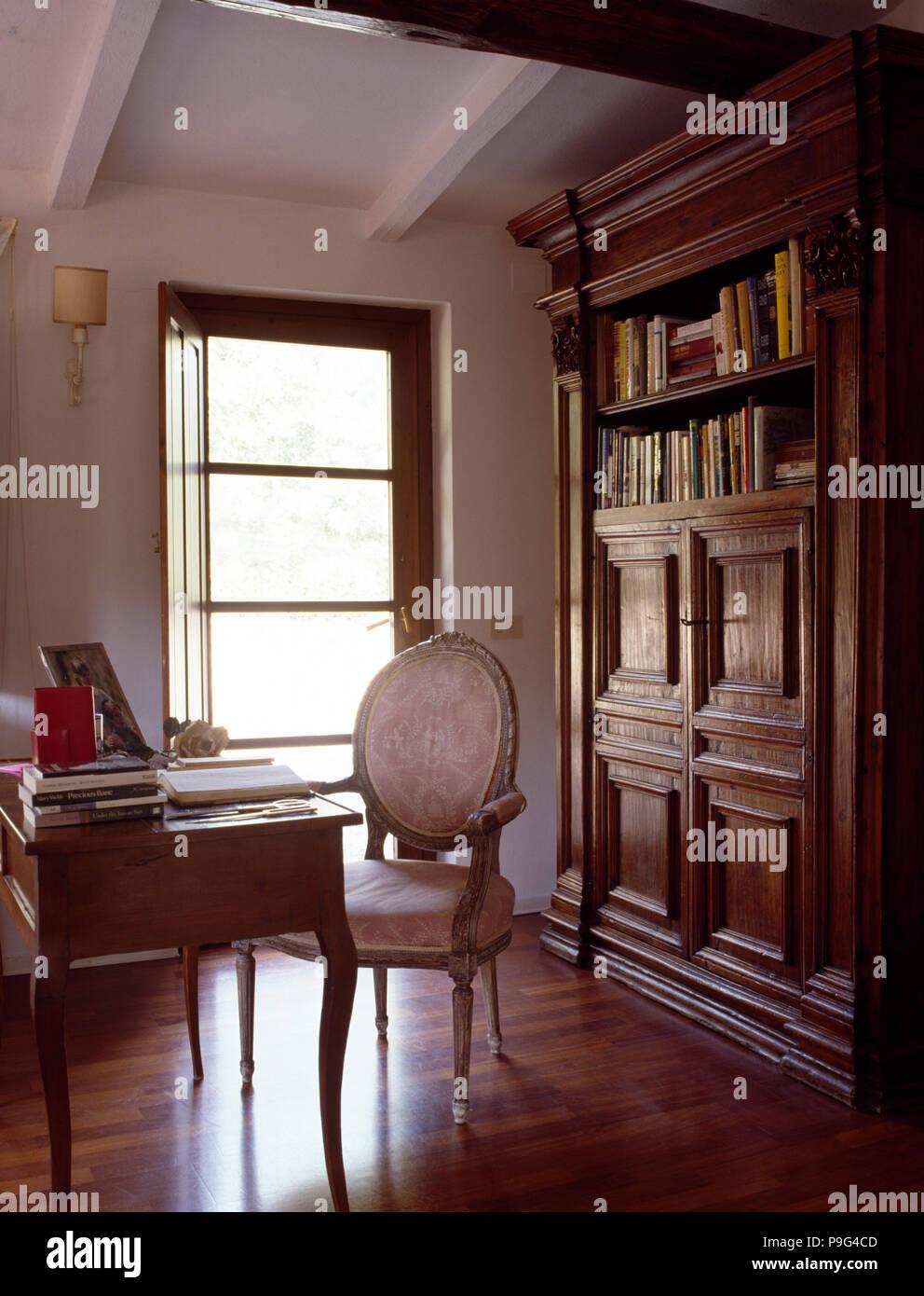 Malte Franzosischen Stil Stuhl Bei Vintage Schreibtisch Im