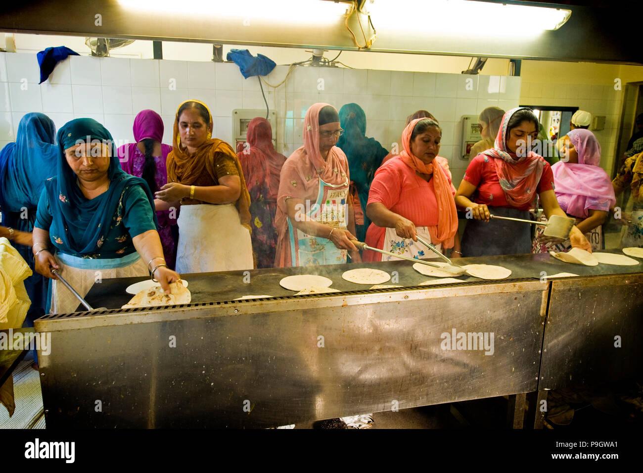 Frauen, die kochen Chapati, Sikh Gemeinschaft, Sikhdharma ...