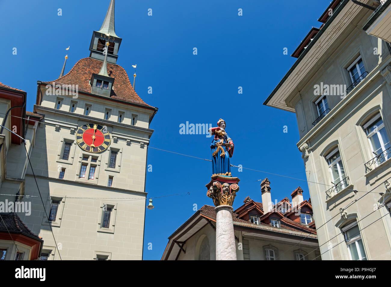 Käfigturm Käfigturm und Anna Seiler Brunnen statue Altstadt Bern Schweiz Stockbild