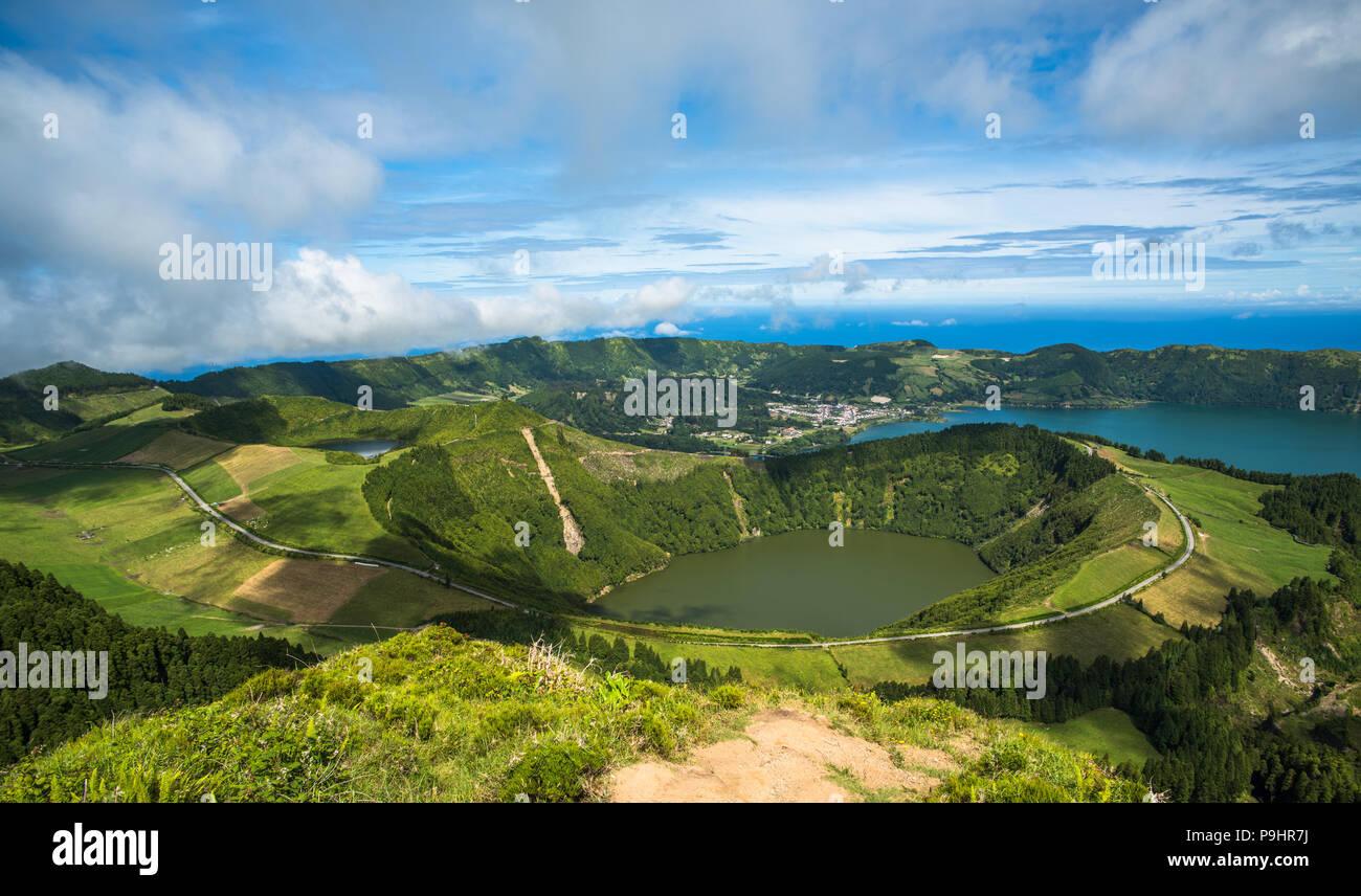 Blick auf die Caldeira von Sete Cidades, Sao Miguel, Azoren, Portugal Stockbild
