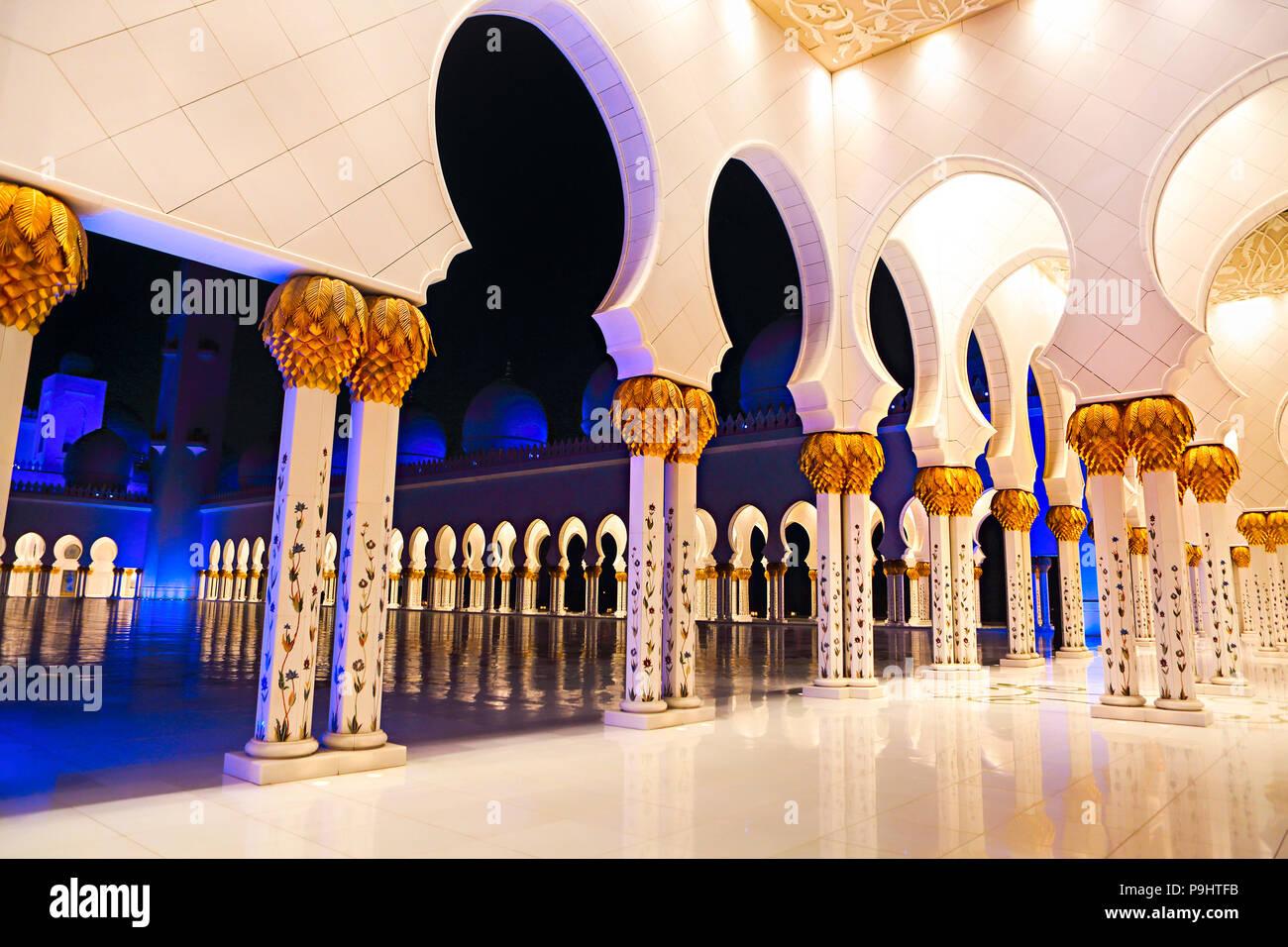 Sheikh-Zayed-Moschee in der Nacht. Abu Dhabi, Vereinigte Arabische Emirate Stockbild