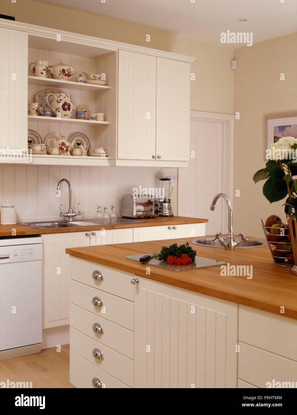 Interiors Kitchens Town Traditional Stockfotos & Interiors Kitchens ...