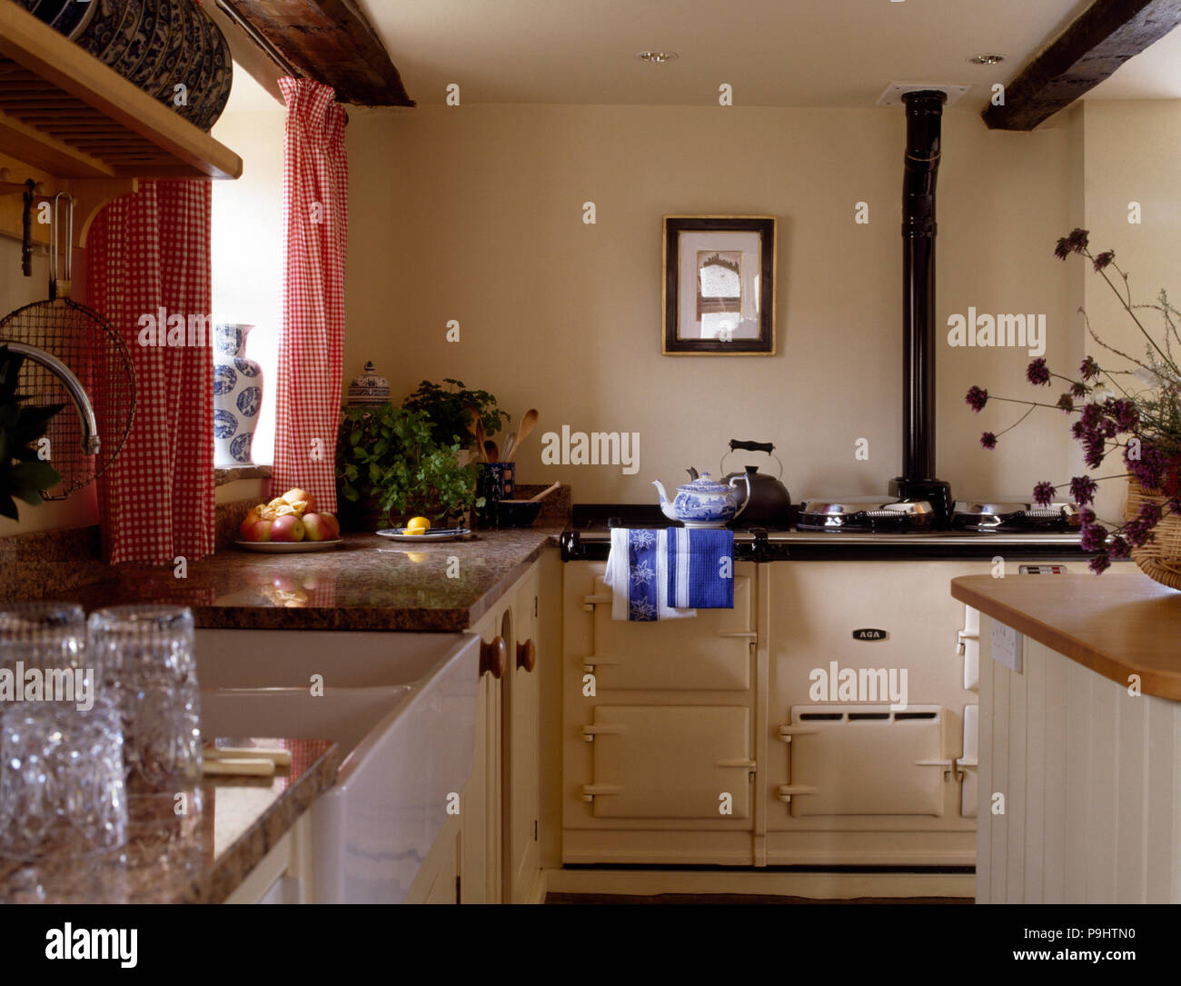 Checked Curtains Stockfotos & Checked Curtains Bilder - Alamy