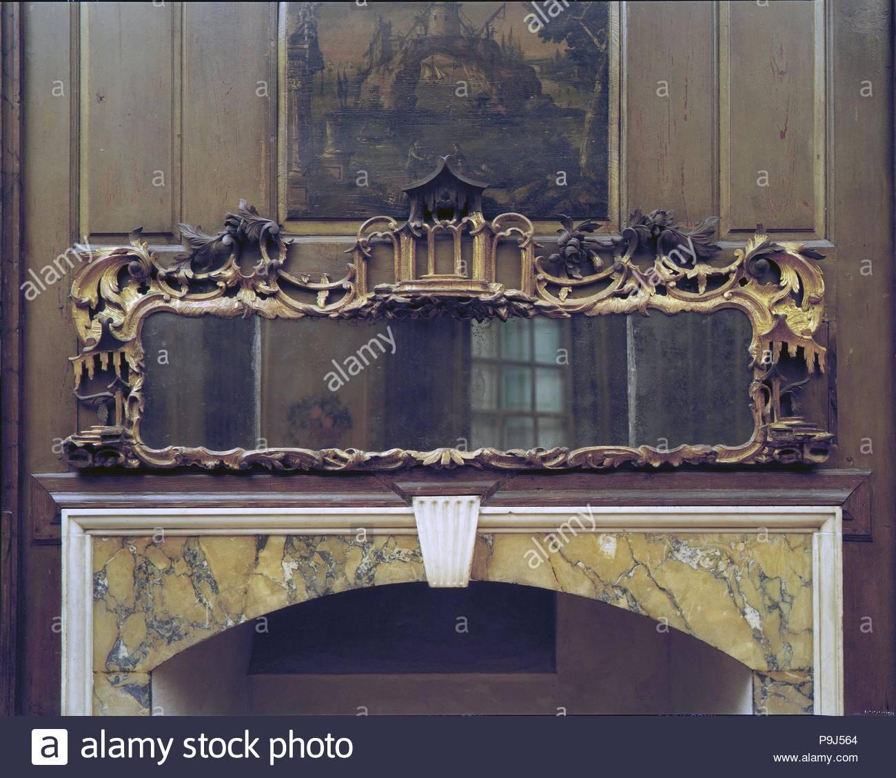 Looking Glass, 1750-75, in England, Kiefernholz, vergoldeten Putz ...