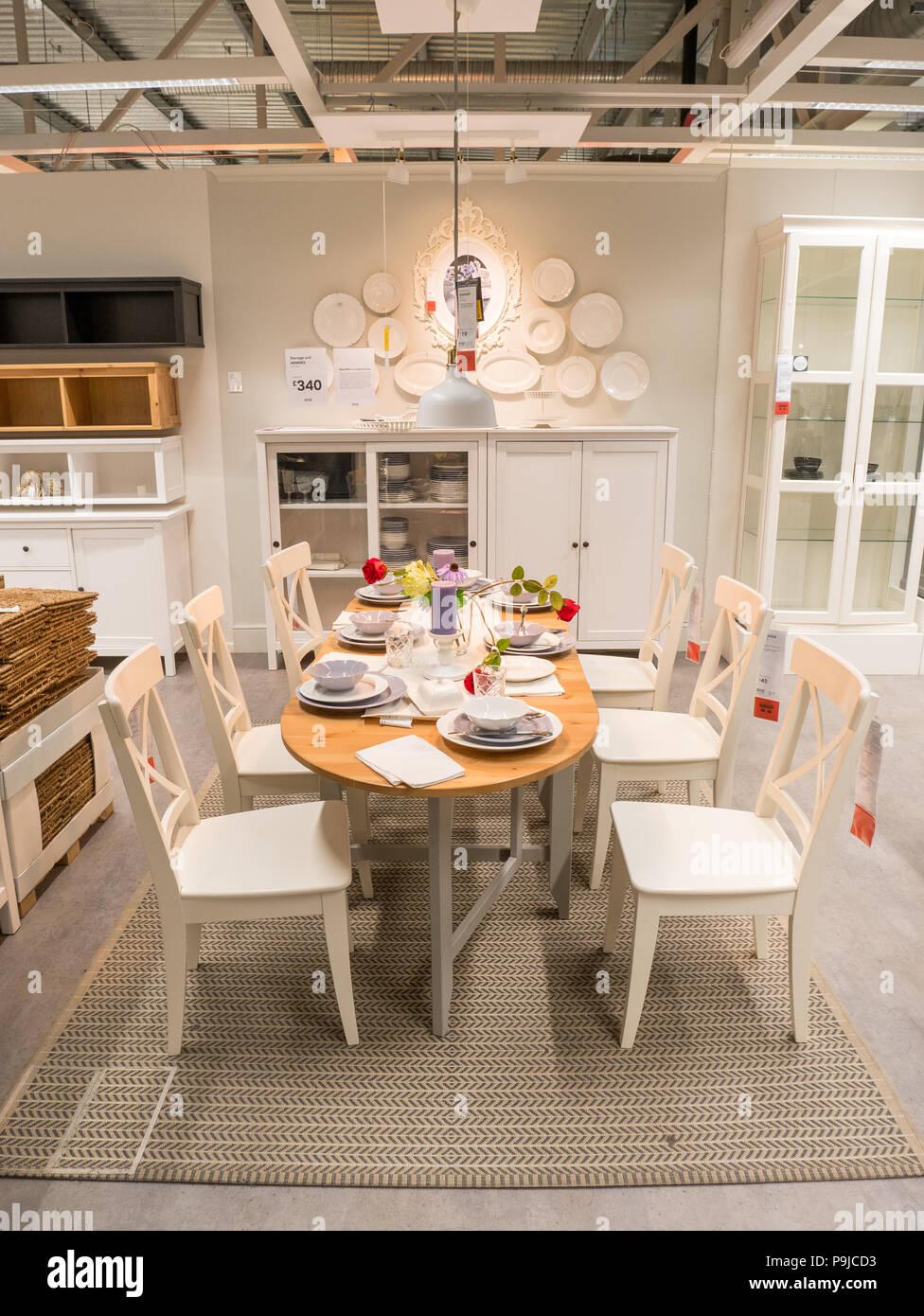 Esszimmer Mobel Bei Ikea Grossbritannien Stockfotografie Alamy
