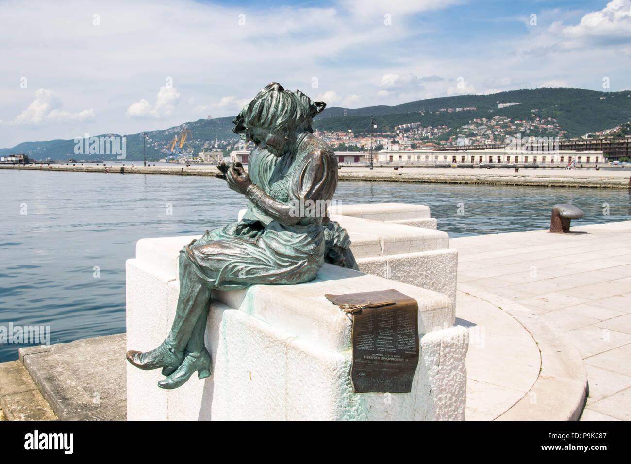 Europa, Italien, Triest - eine der Zahlen von Scala Reale Denkmal in Triest, in der Nähe von dem Molo Audace. Stockfoto