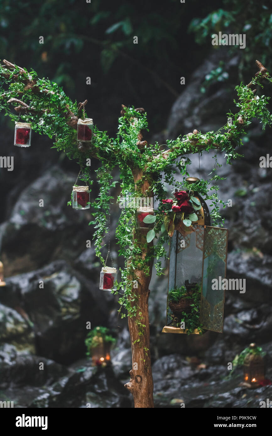 Hochzeit Dekoration Mit Rote Rose Zusammensetzung Und Vintage Bronze
