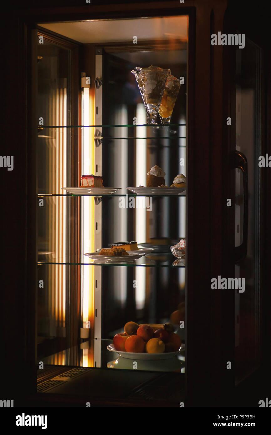 Kommerzielle Einfrieren Von Ein Restaurant Lecker Kuchen Und Obst